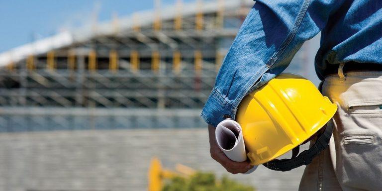 Vrouw met artrose (69) aan het werk gezet in de bouw